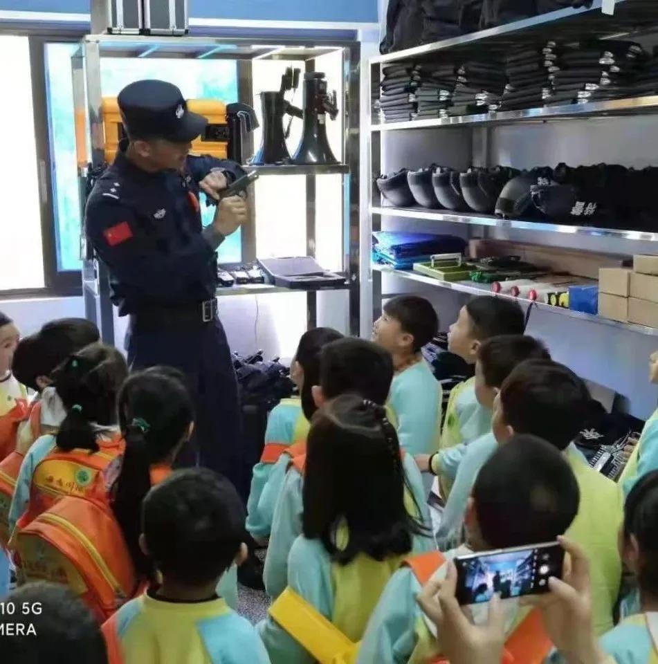 「我为群众办实事」莲乡公安举办警营开放日,迎来幼儿园小萌娃