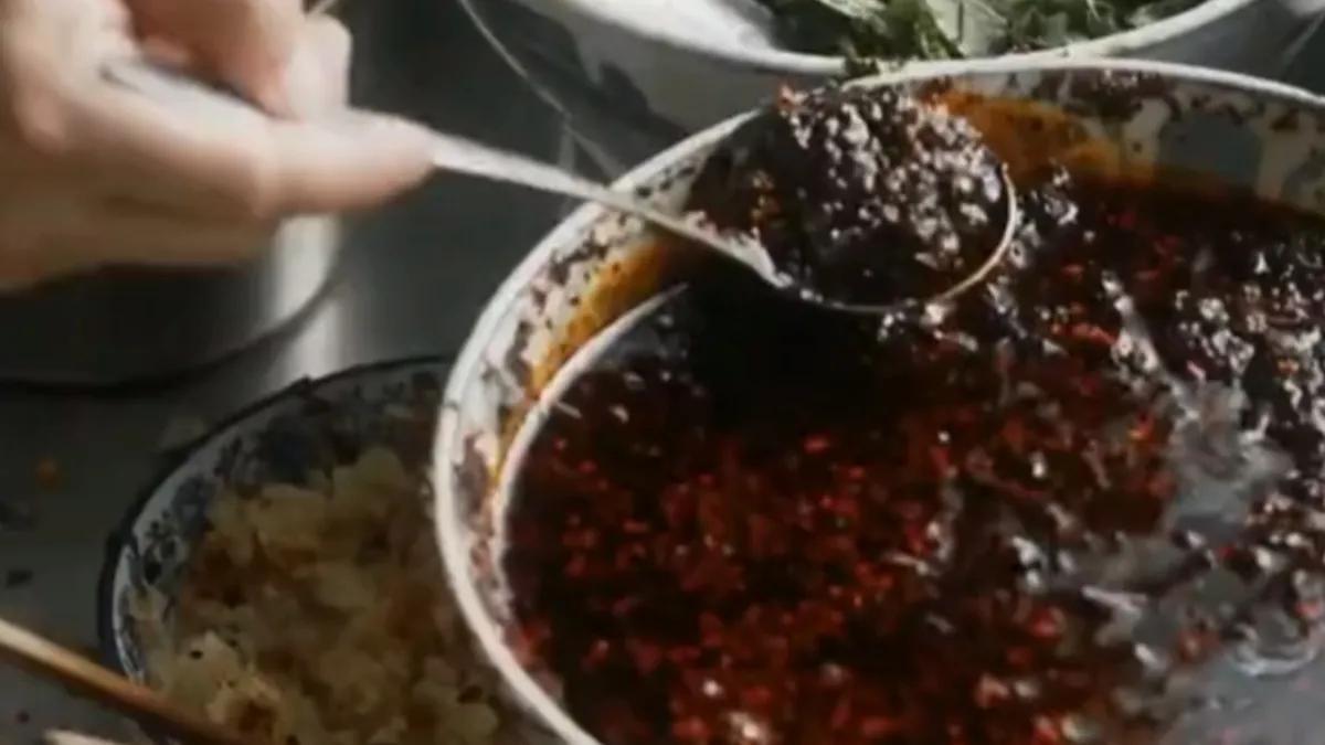 跟着《装台》说西安—西安的美食之辣子蒜羊血