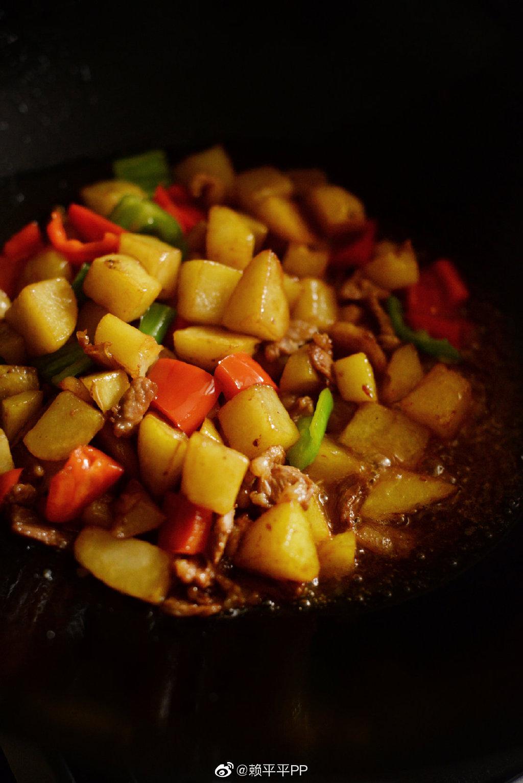 這才是土豆好吃的做法,多加2步香軟入味不粘鍋,上桌就光碟