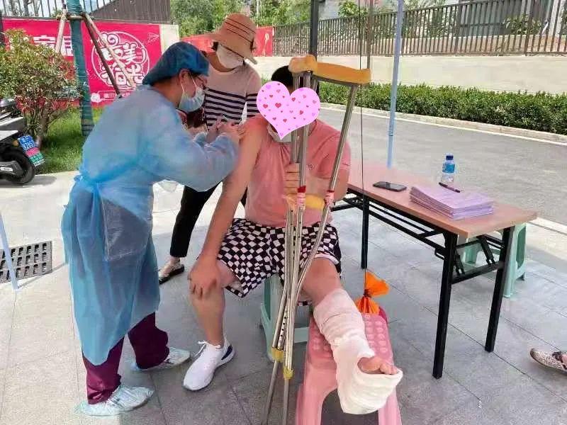 新冠疫苗接种一线!妇幼人用坚守和温情守护群众建康