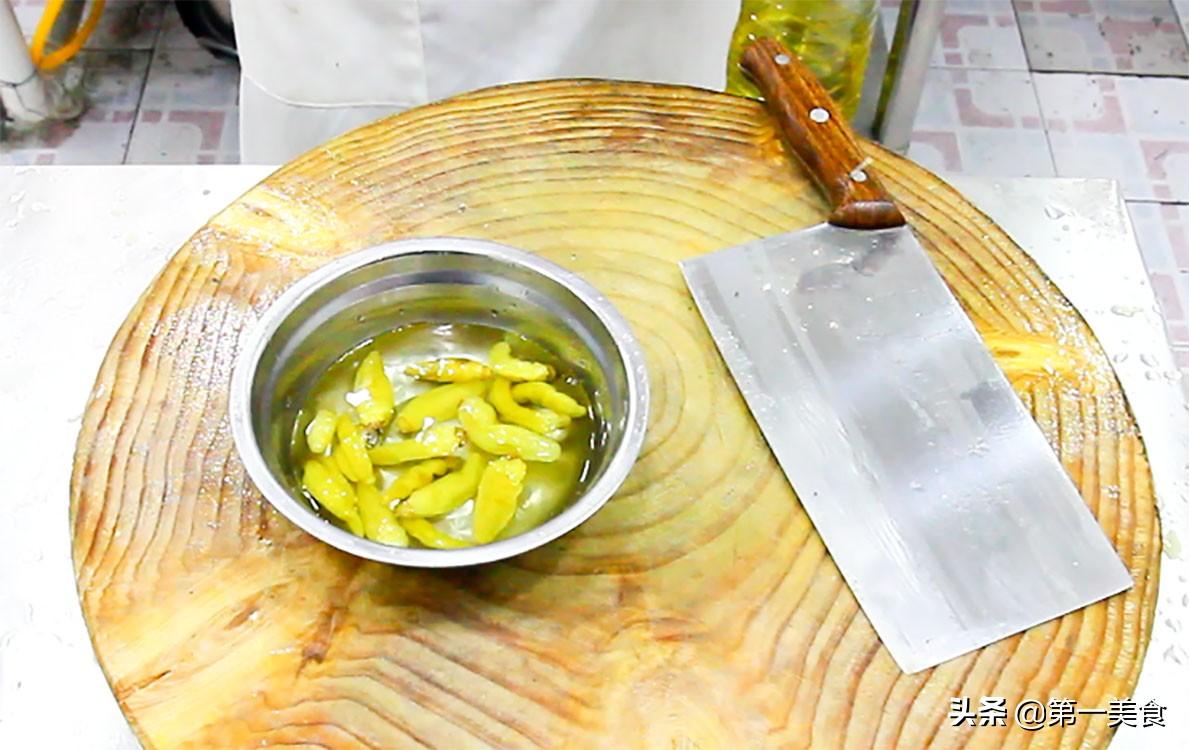 厨师长分享地道酸菜鱼,汤汁鲜香又开胃,鱼片嫩白又不腥 美食做法 第10张