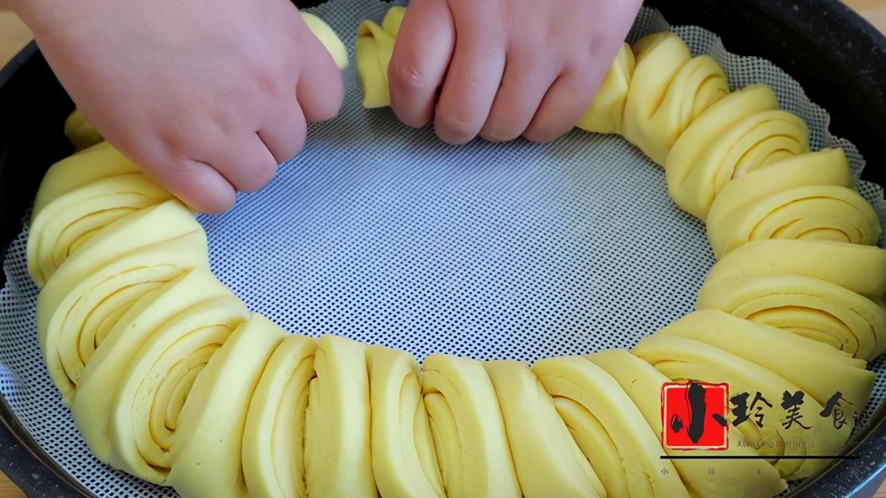 玉米面最好吃的做法,一层比一层香,连吃3天都没吃够,营养解馋 美食做法 第7张