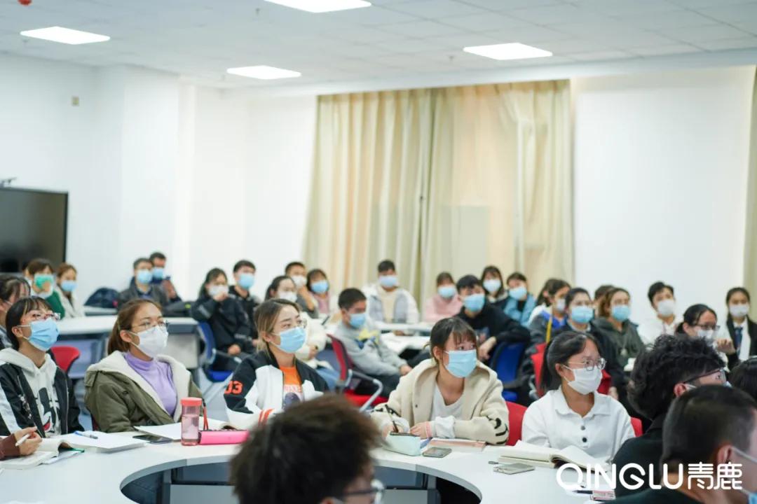 教室刷出新科技!新疆医科大的270间智慧教室必须get√
