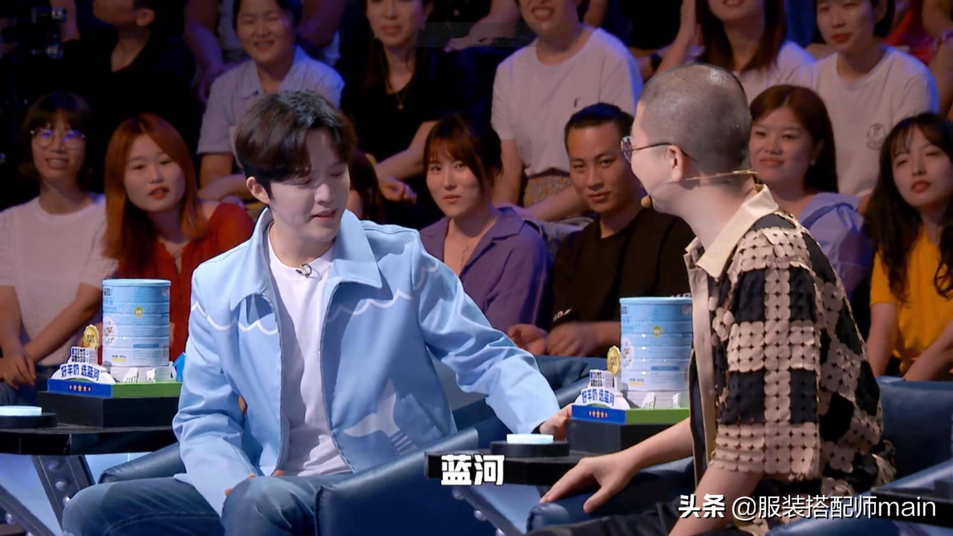 李云迪厉害!蓝外套配牛仔裤帅气十足,被钢琴演奏耽误的时尚达人