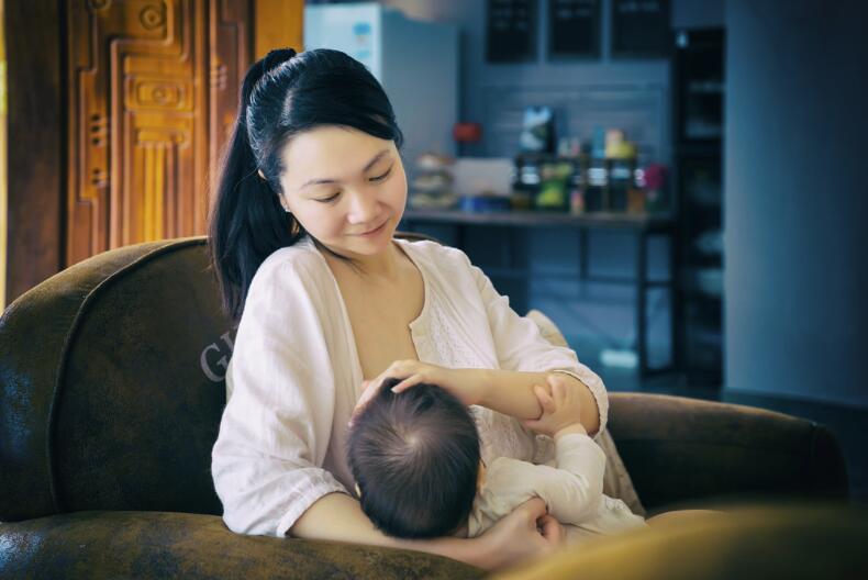 吃母乳就是母乳喂养吗?瓶喂的母乳,不只是多了一个奶瓶那么简单