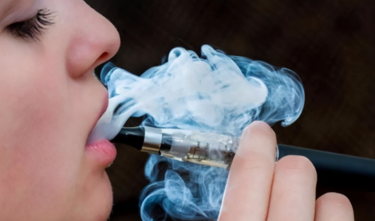 2250亿的世界<a href='/pro/' target='_blank' title='电子烟' ><strong>电子烟</strong></a>龙头,860亿的中国电子烟人