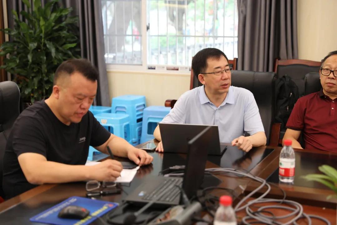 四川省吴中林名师鼎兴工作室在遂宁二中开展集中研修活动