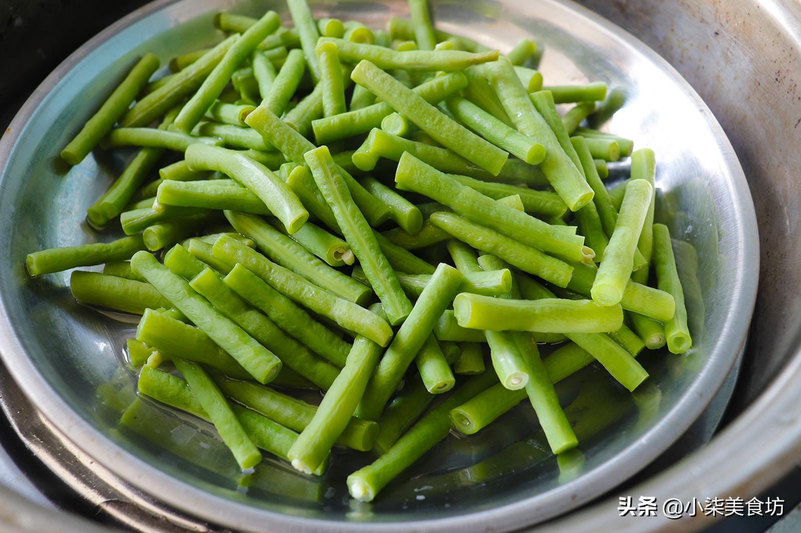 炒豆角时,切记不要直接下锅炒,多加2步,鲜嫩入味,营养又下饭 美食做法 第5张