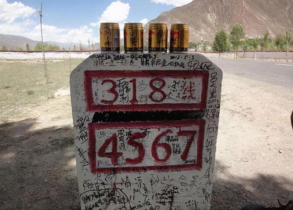 """川藏线上的""""穷游女"""",举的牌子上面写着""""求YP"""",是何意思?"""
