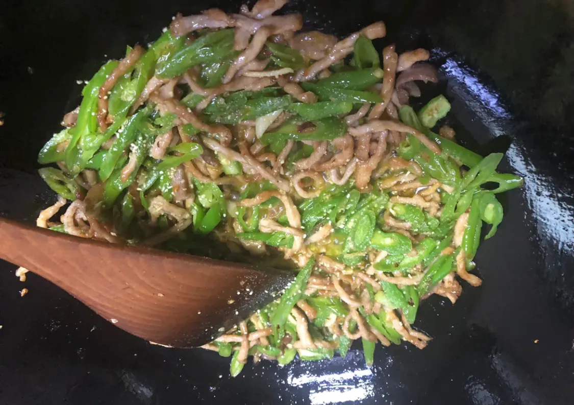 家常菜:青椒炒肉 美食做法 第11张