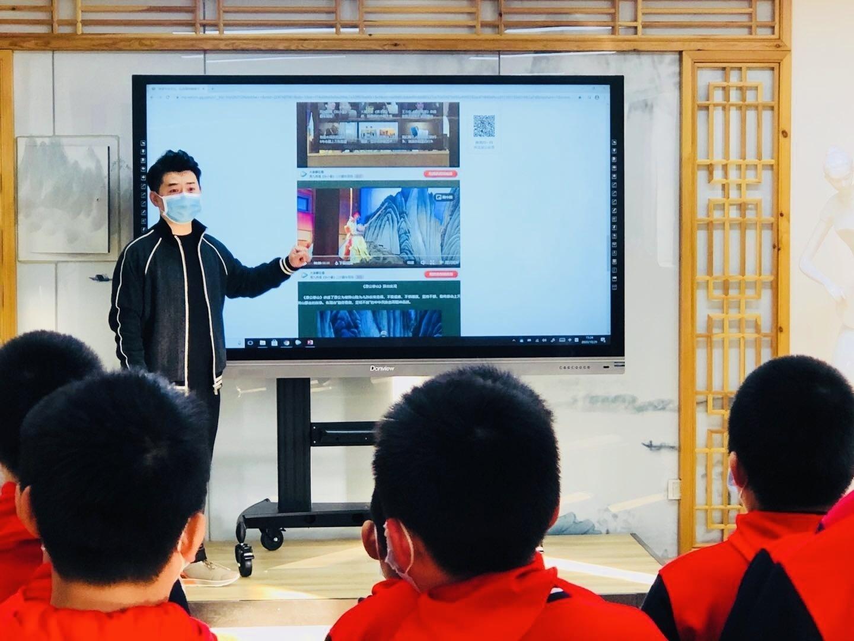西罗园第五小学杨少彭传戏工作室第一课开讲 推动国粹校园传承