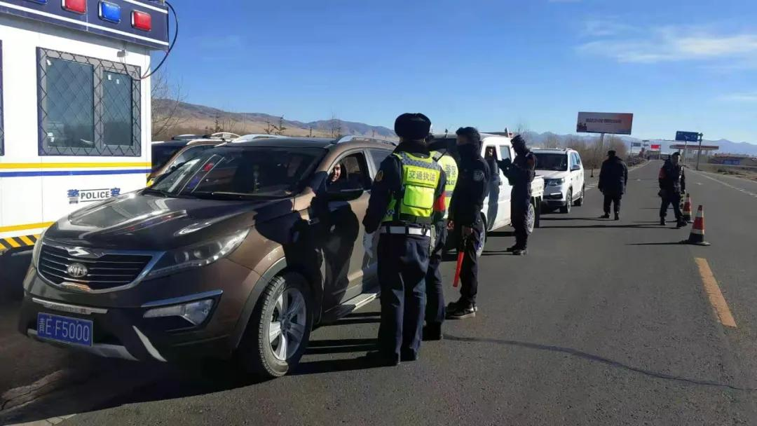 青海海南州交警春运期间开展国省道交通安全整治行动