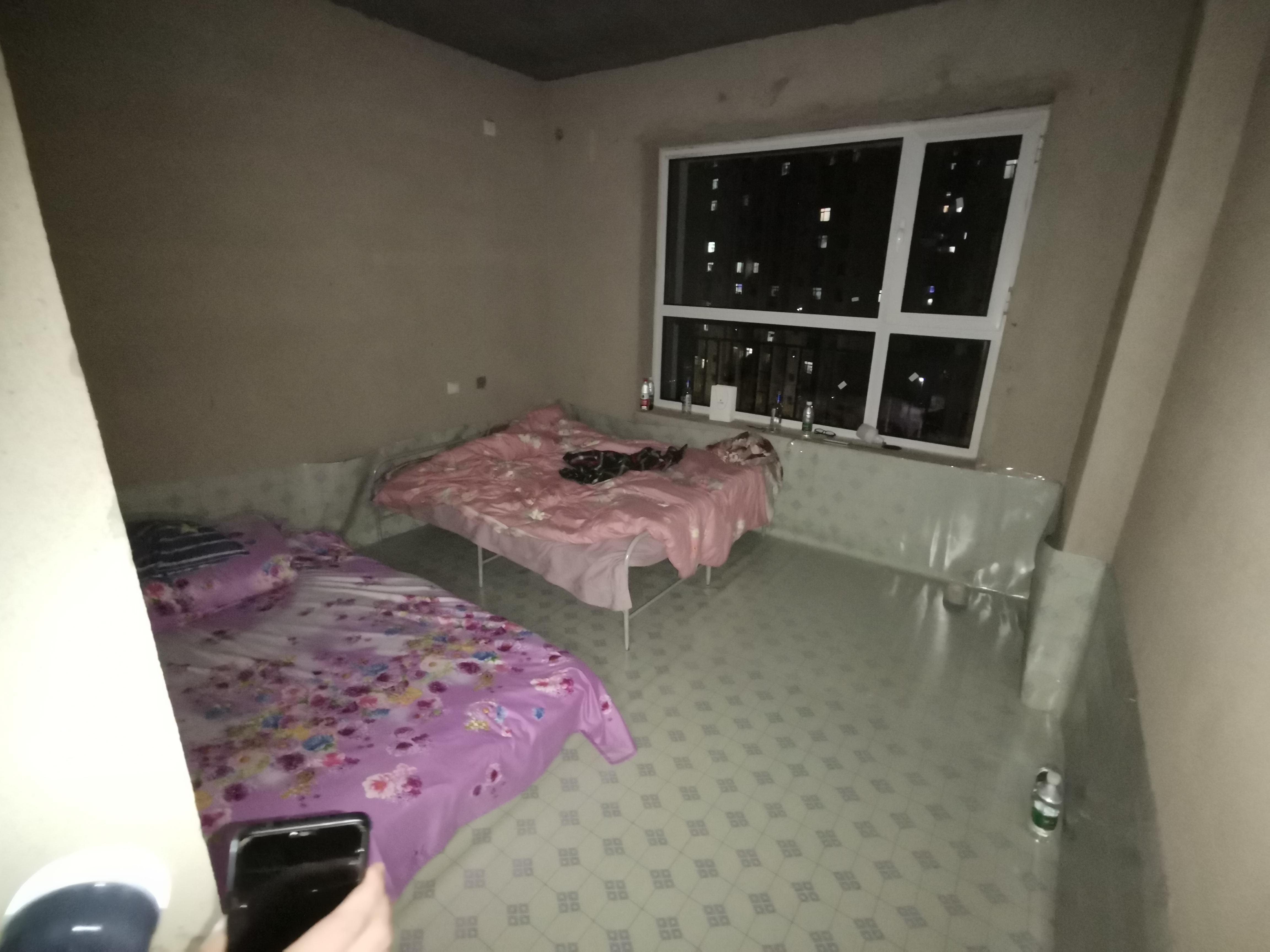 业主搬进8年烂尾楼,没水没电拾柴做饭:当初准备当婚房,如今孩子8岁还没住进去