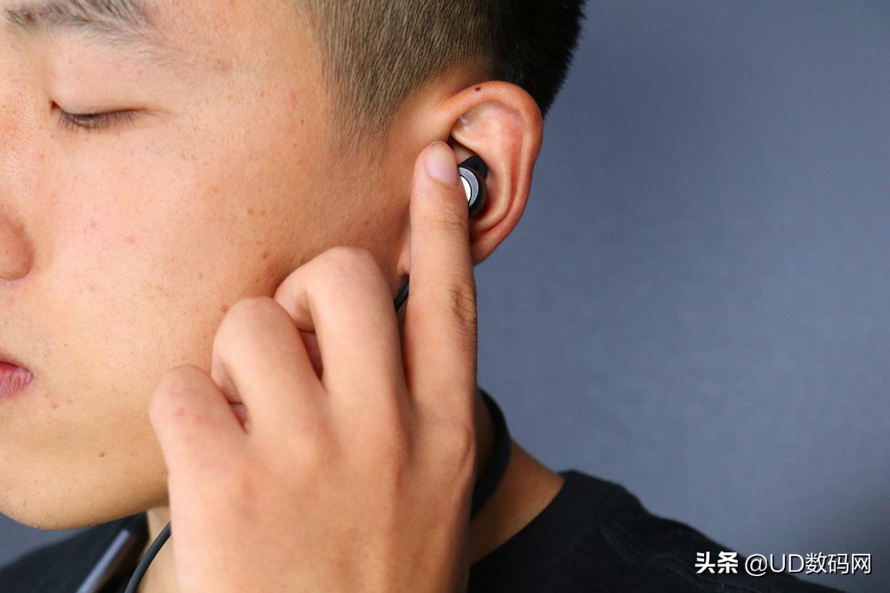 华为公司FreeLace Pro无线蓝牙耳机感受 双向降噪是闪光点