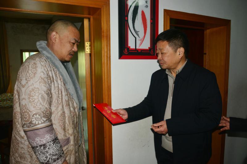 江西省总工会给江西建工集团困难职工送温暖