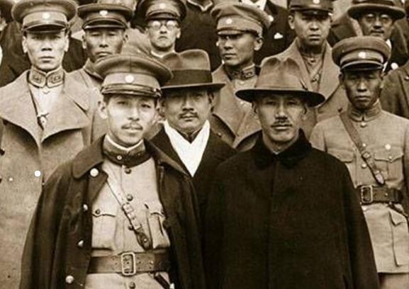 张学良有30万奉军,被老蒋囚禁54年间,为何没一个部下来救?