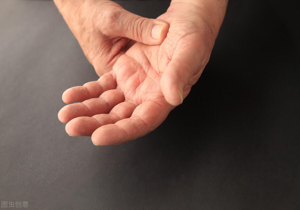身体出现这几个现象,表明盐吃得超标了,要及时控制食盐的摄入量