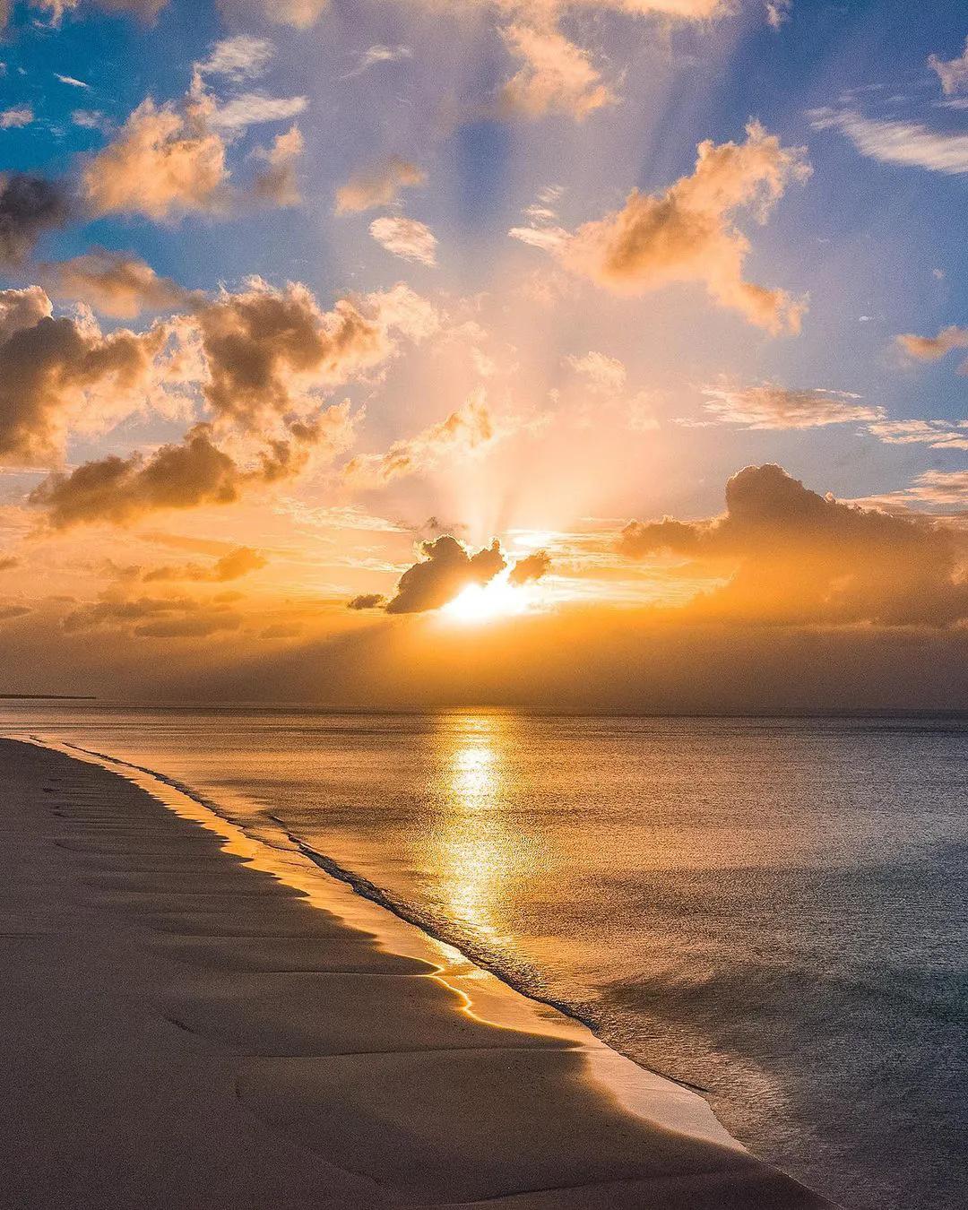 日落黄昏时刻,天空太美了