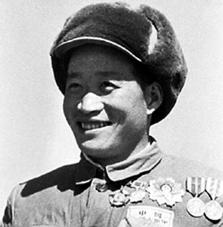 上甘岭战役中,他为了接通电话线,不惜用自己的身体当导体