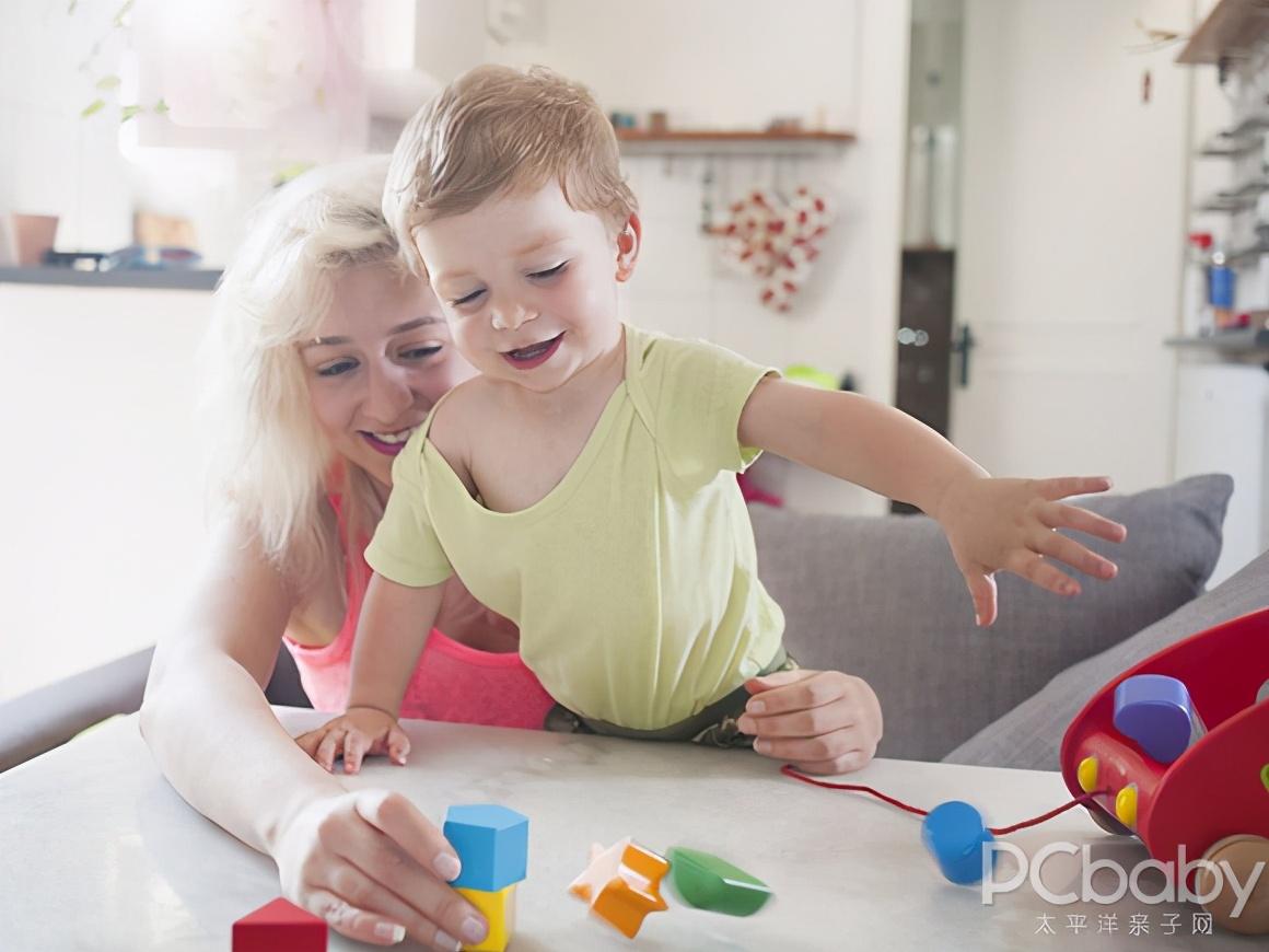 婴儿从摇床摔下有惊无险:预防幼儿发生意外事故,必须谨记这两点