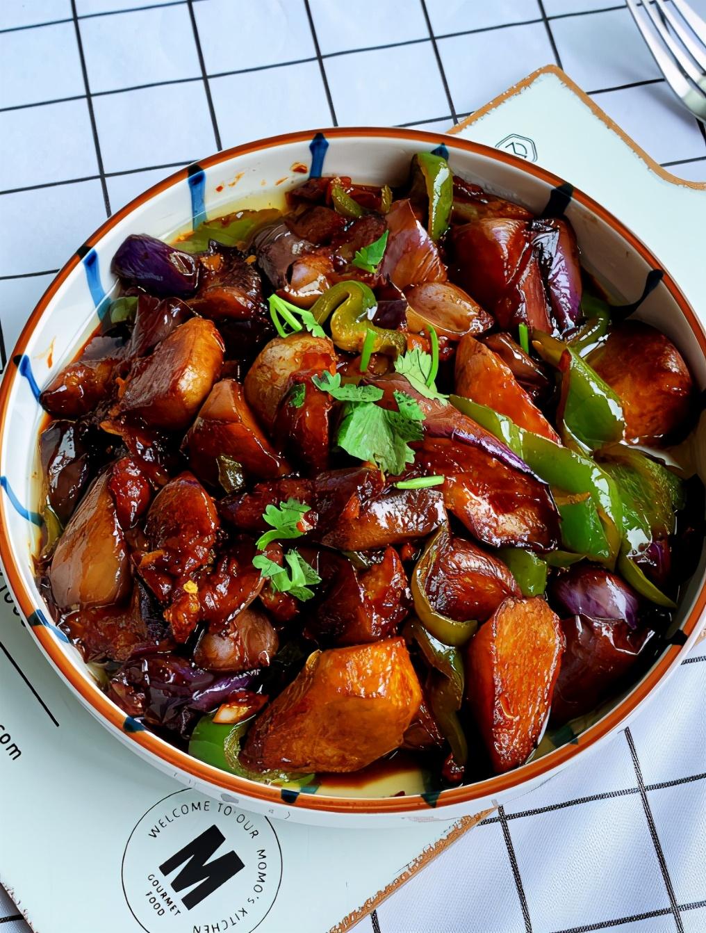 """炒茄子时,先倒油是大错,又硬又没味,还油腻,学会""""多做一步"""" 美食做法 第6张"""