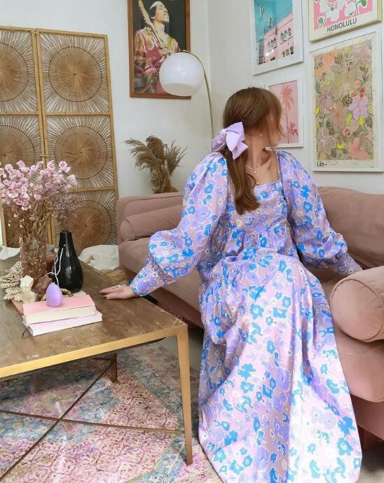 可爱与复古并存的英国时尚博主 挑人的娃娃领也很轻松驾驭