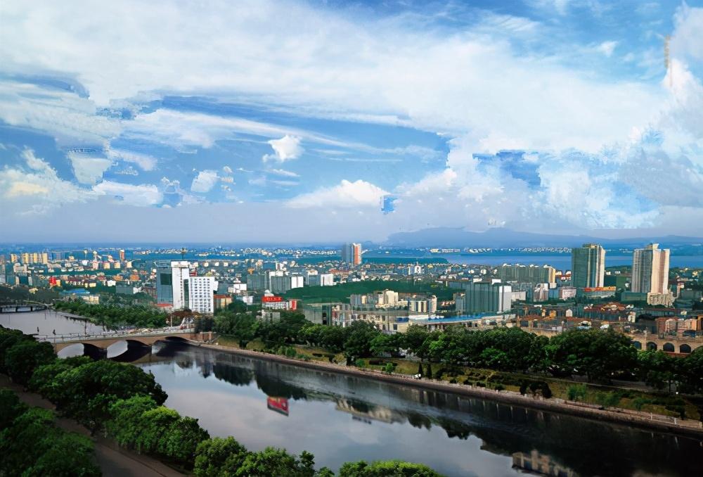 湖南一个54万人口大县,被湖北三面包围,古名王朝县