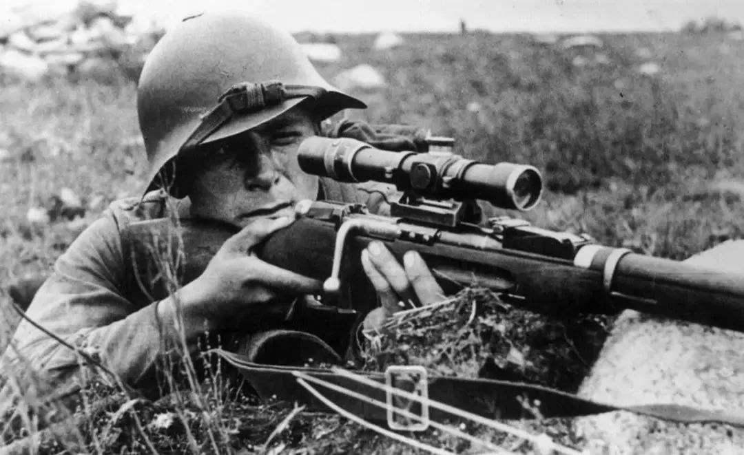 越南传奇女狙击手:因蹲姿如厕暴露性别,被美军一枪击毙
