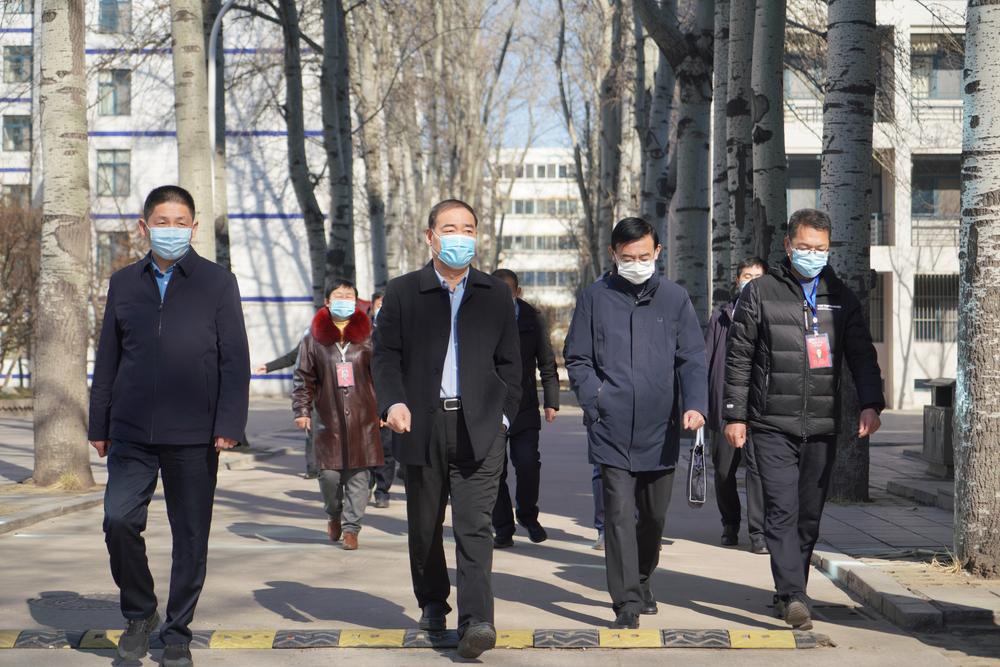 潍坊市教育局局长杜全平一行到潍坊中学调研并看望新疆部师生
