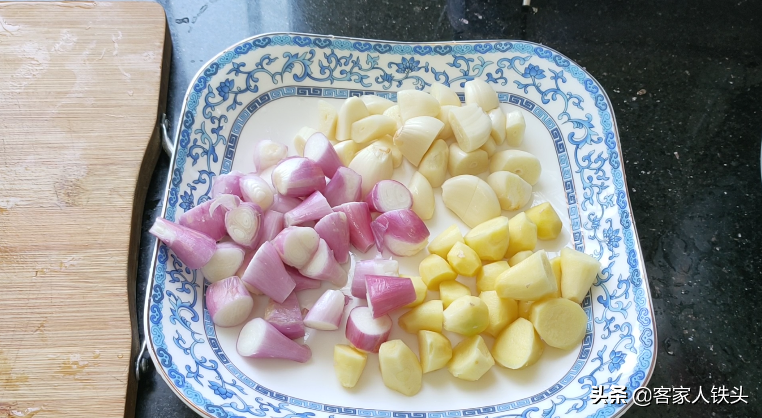 广式生焗猪利,一锅让人越吃越爱的啫啫煲 美食做法 第3张