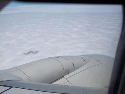 实景拍摄:安第斯山峰与乘飞机场各自拍来到龙,龙是的确存有吗?