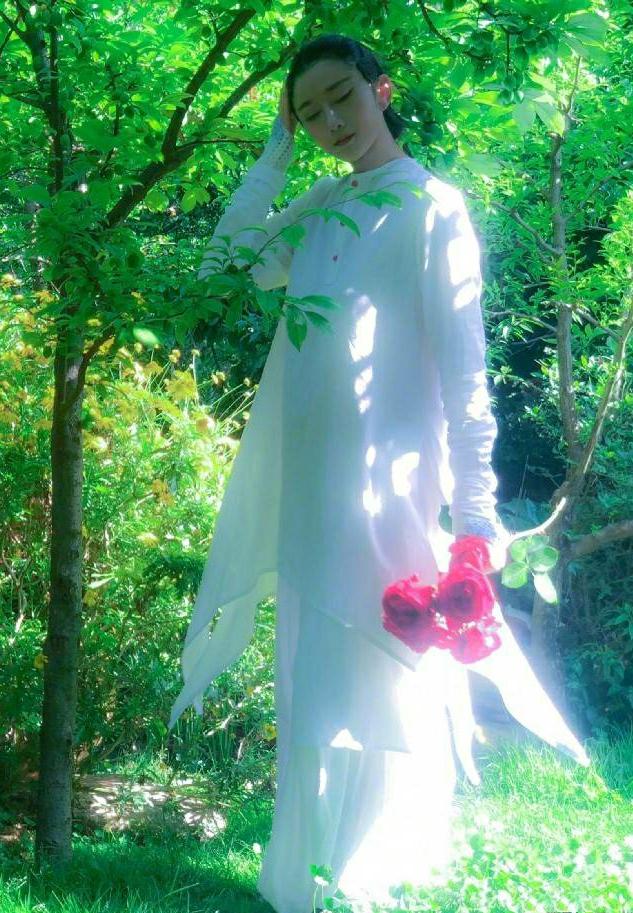 """61岁杨丽萍演绎不同时尚,民族风魅力十足,不愧是""""孔雀女神"""""""