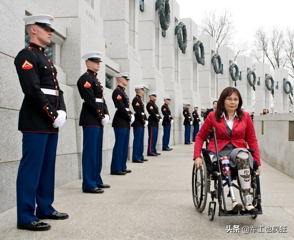 """""""黑鹰坠落""""后如何重返竞技场:她从战斗英雄成长为美国参议员"""