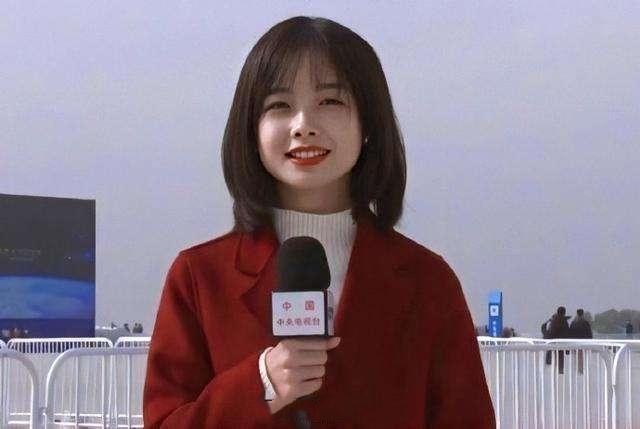 严於信首次亮相新闻联播,却遭90后同事抢镜,网友:期待王冰冰