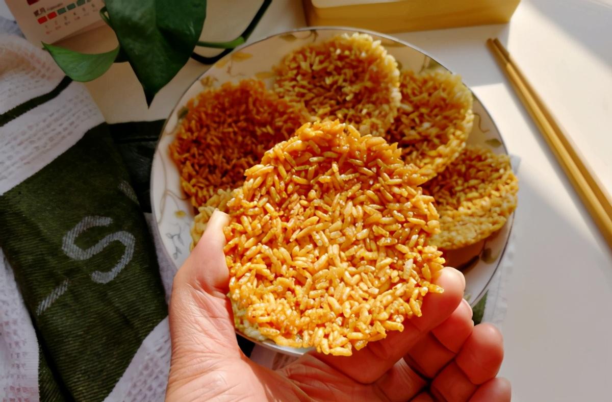 把雞蛋打進剩米飯裡,學會這新吃法,越吃越上癮,上桌就搶光