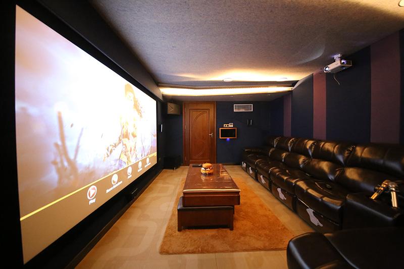 广州金湖私人影音定制:达尼7.1.4全景声家庭影院、整装娱乐解决方案