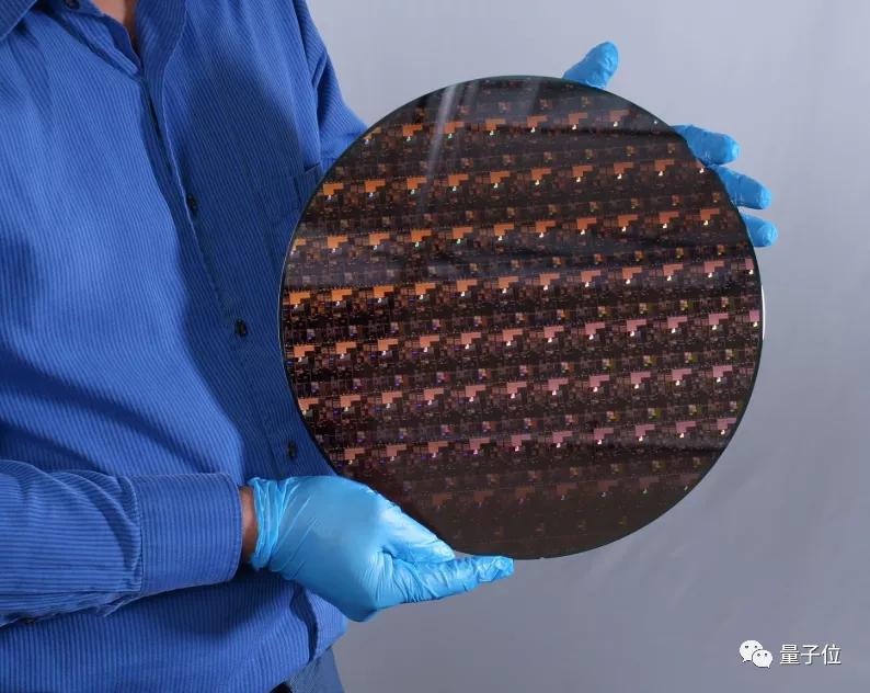 世界首个2nm制程芯片公布!这次IBM跑在了台积电三星英特尔前面