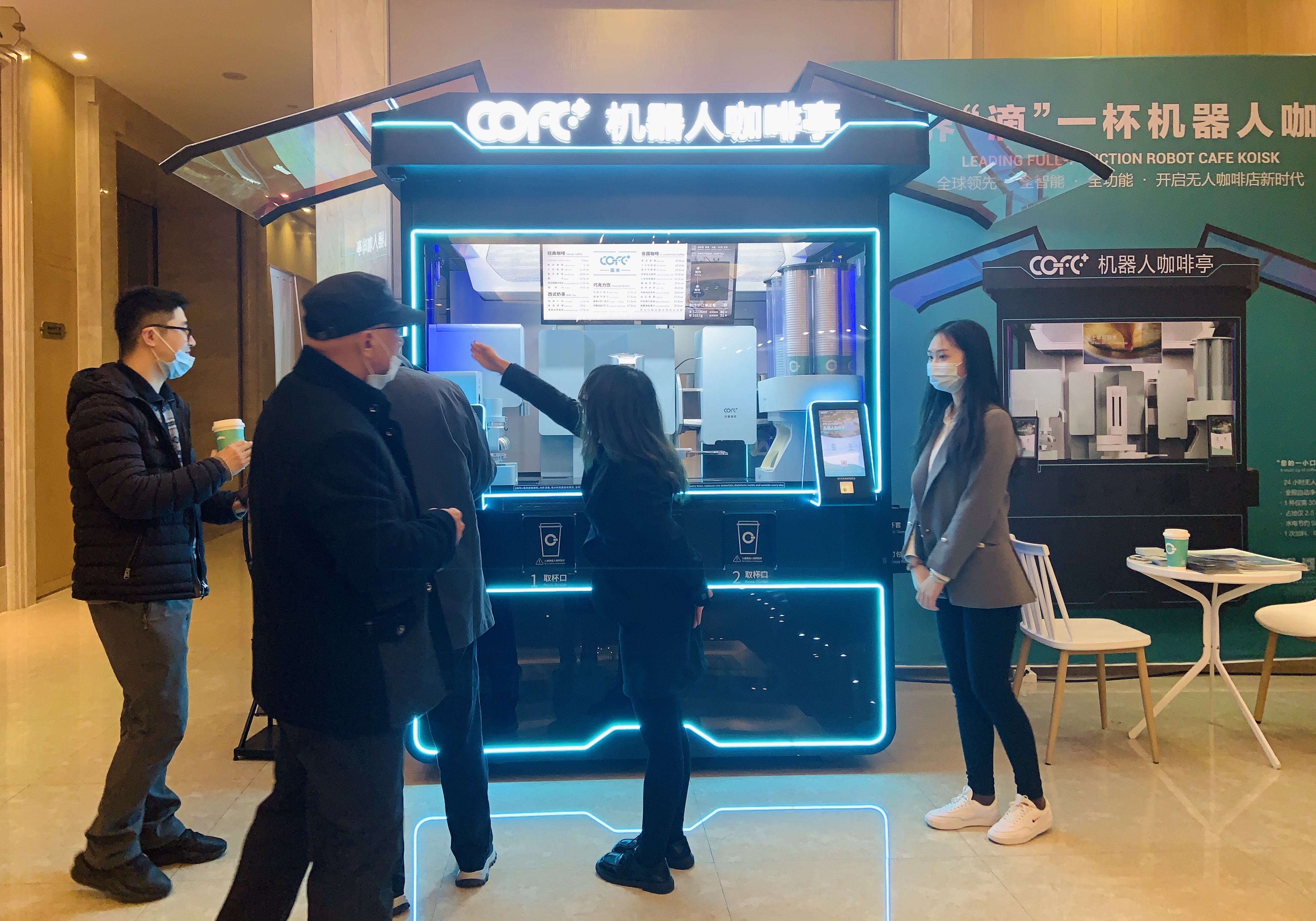 复旦大学副校长亲切视察COFE+机器人咖啡