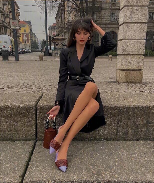 美得松弛有度的意大利时尚博主 复古风街拍穿搭充满人文风情