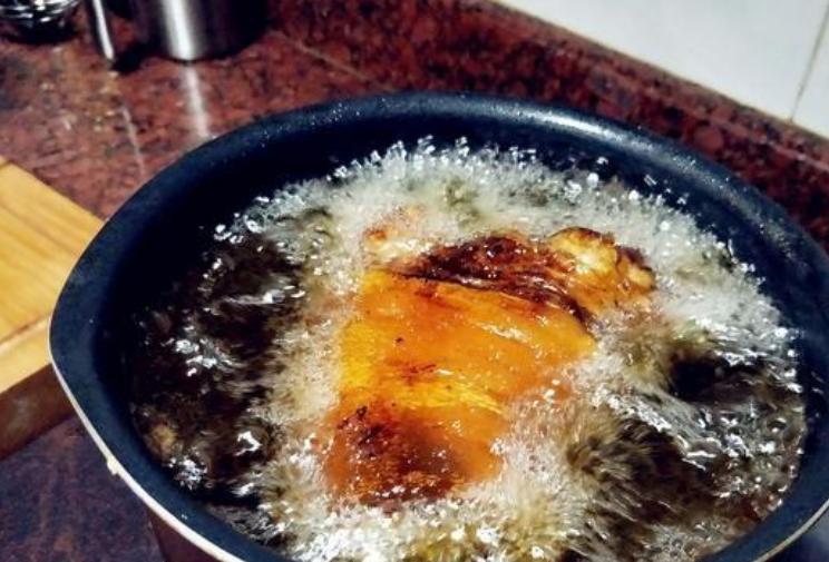 名菜红扒肘子:教你正确的做法技巧,软烂脱骨,入口即化 鲁菜菜谱 第9张