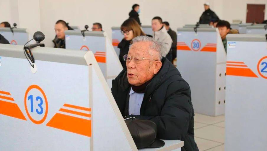 三轮、四轮电动车获得合法身份之后,中老年人驾照问题如何解决?