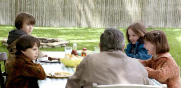 电影《天伦之旅》:真正的好父母,不会对孩子做这2件事