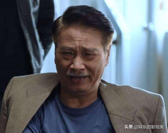 68岁吴孟达再次入院,为何他身体不适还拍戏?只因他有三个家
