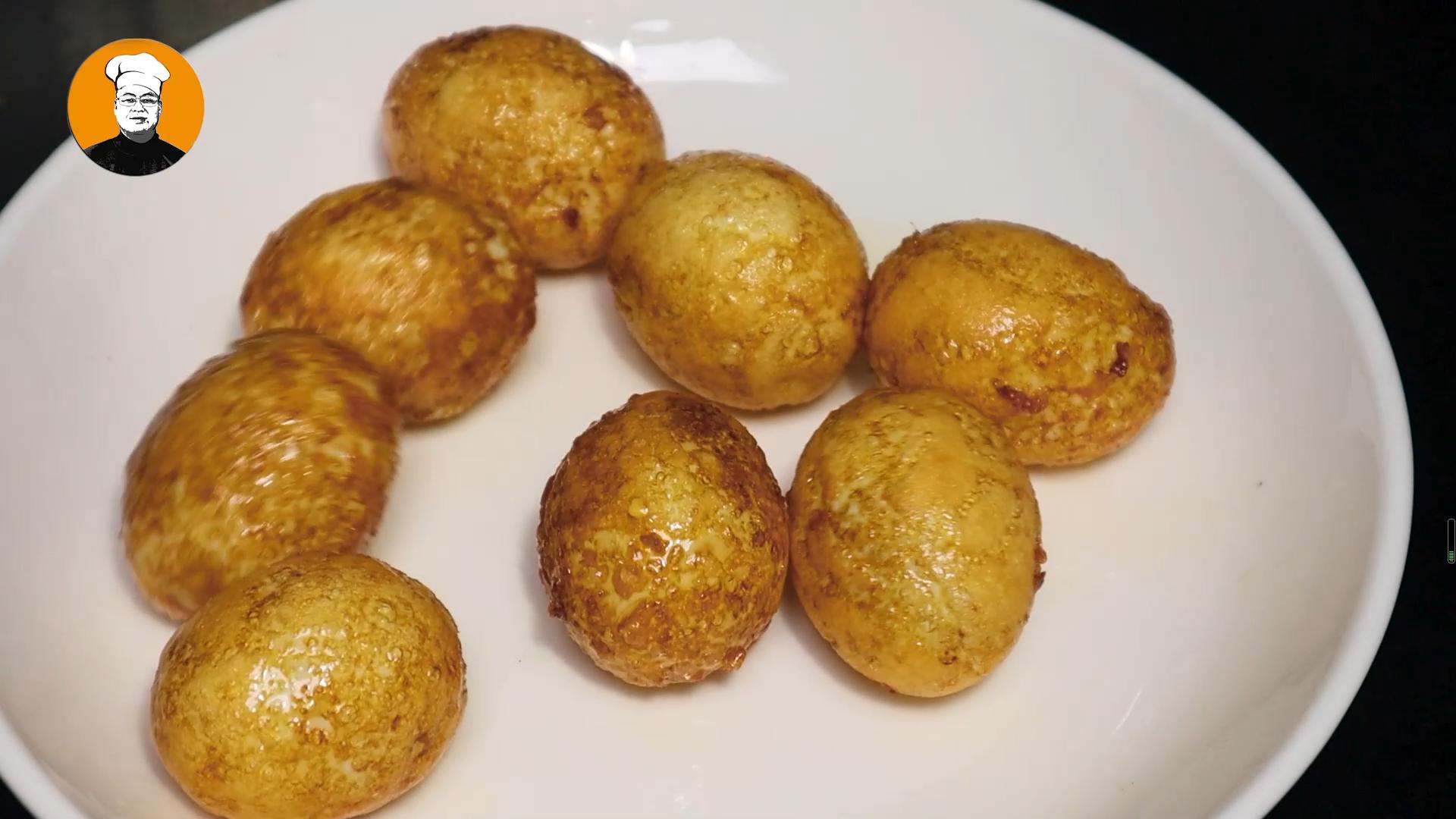 虎皮鸡蛋正确做法,一煮二炸三炖,鸡蛋香酥可口 虎皮鸡蛋 第5张