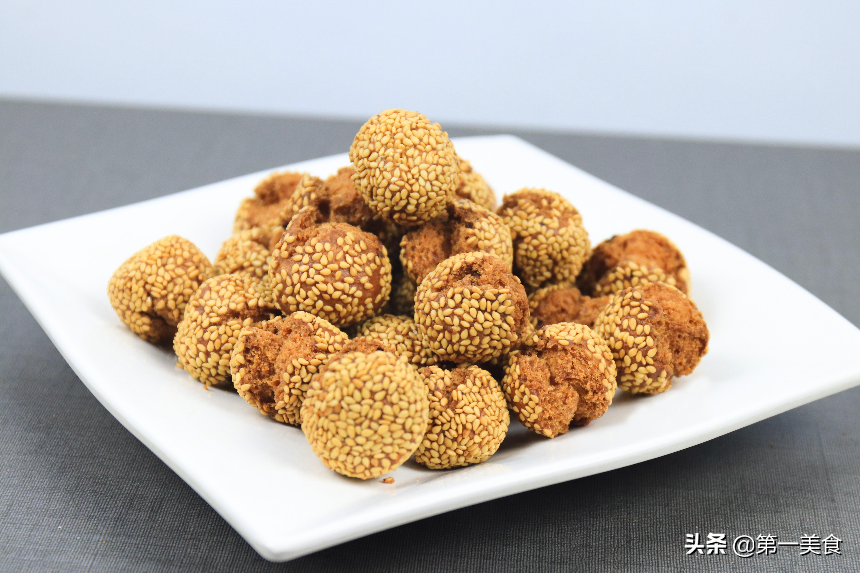 2个鸡蛋,1碗面粉,做地道老北京小吃开口笑,个个焦香酥脆 美食做法 第9张