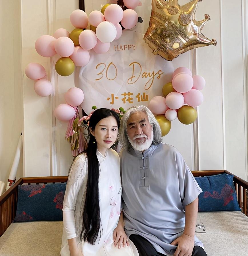 69岁张纪中展臂力,抱儿女跳舞好欢快,被娇妻赞体力比年轻人好