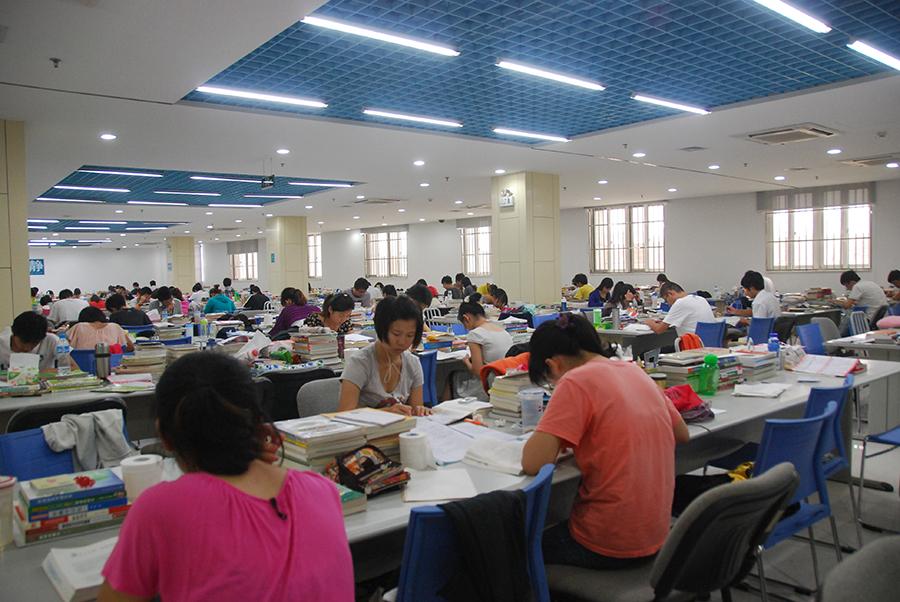 武昌理工学院两学子在湖北省高校诗歌散文大赛中获奖