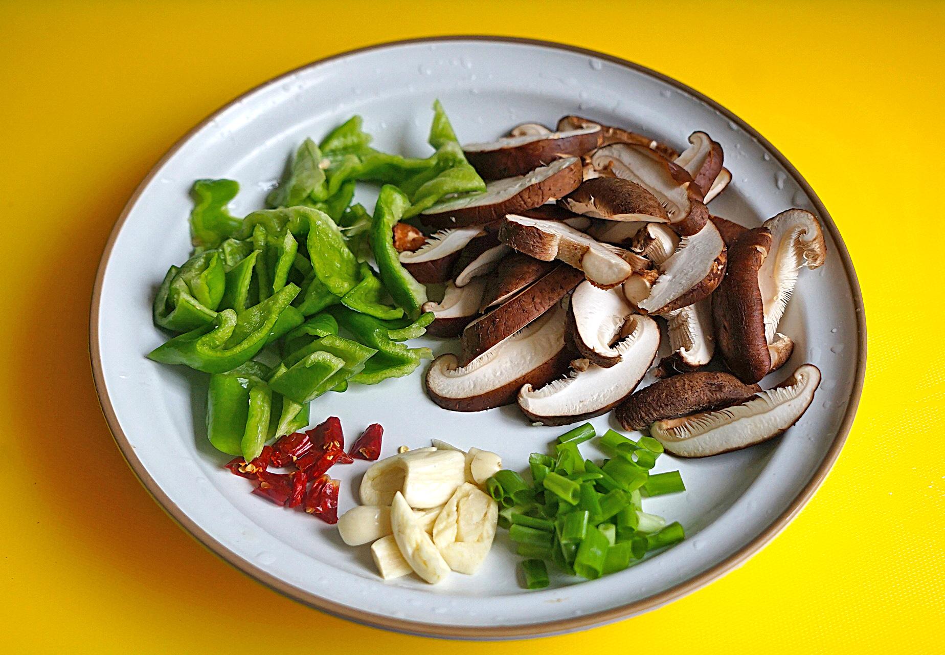 明日谷雨节气,给家人吃这菜,鲜嫩营养又美味,比春笋还要好吃 美食做法 第6张