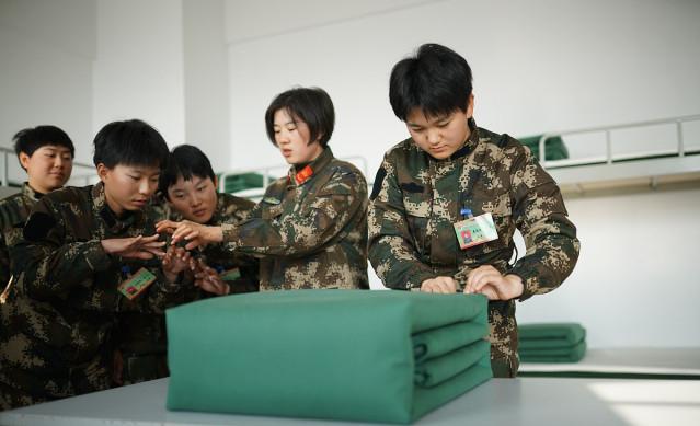 """中国军人将被子叠成""""豆腐块"""",那么你们知道印度军人怎么叠吗?"""