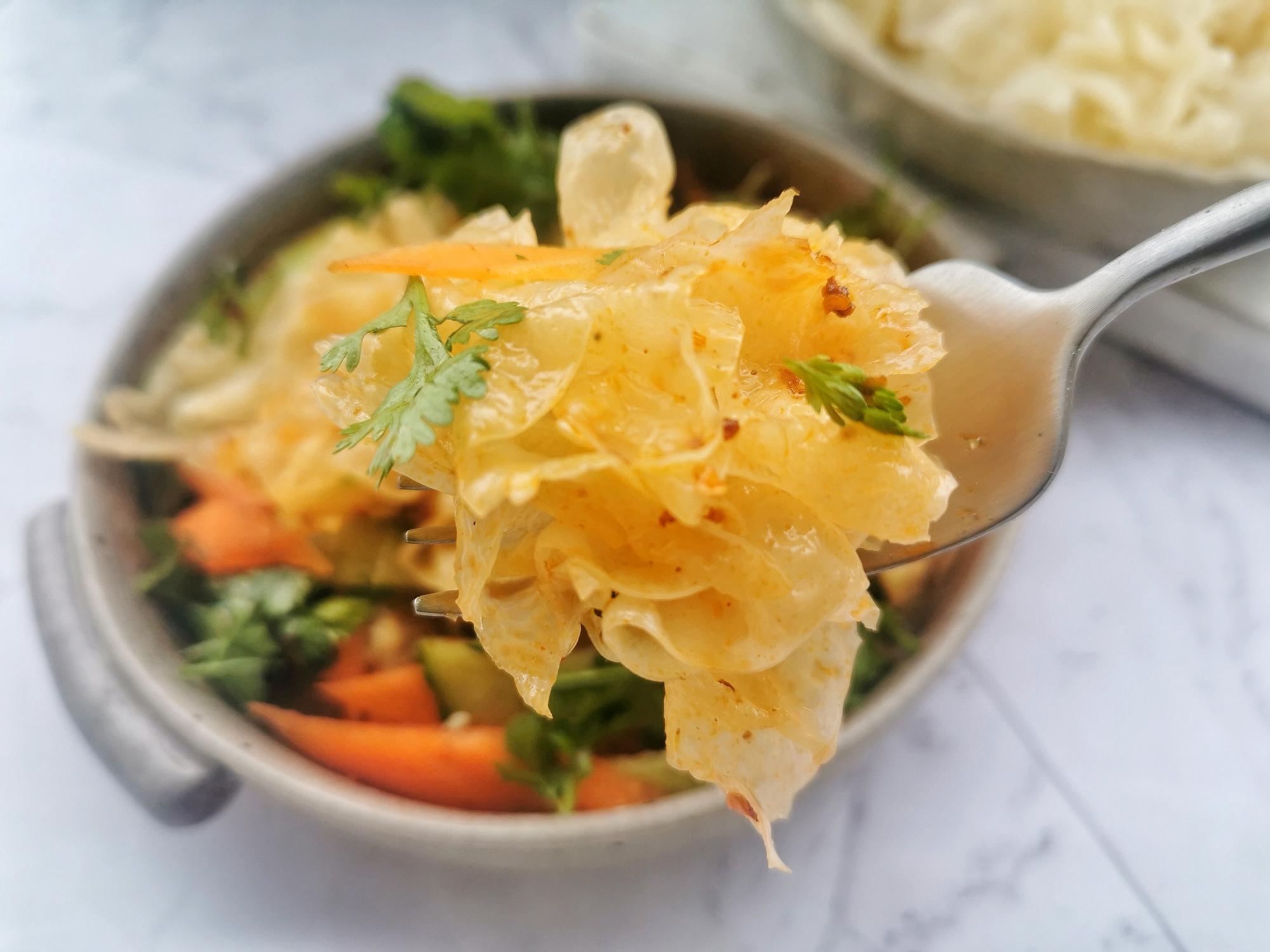 銀耳別總是煮湯了,用來涼拌清脆爽口,美白潤膚還能清理腸道